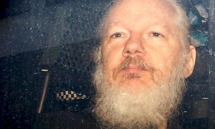 Ministro britânico assina extradição de Assange para EUA