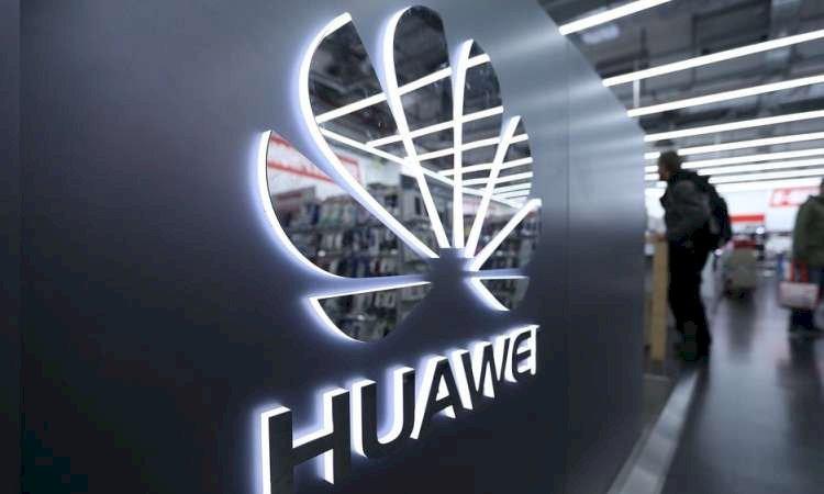 Trump renova proibição para Huawei e ZTE